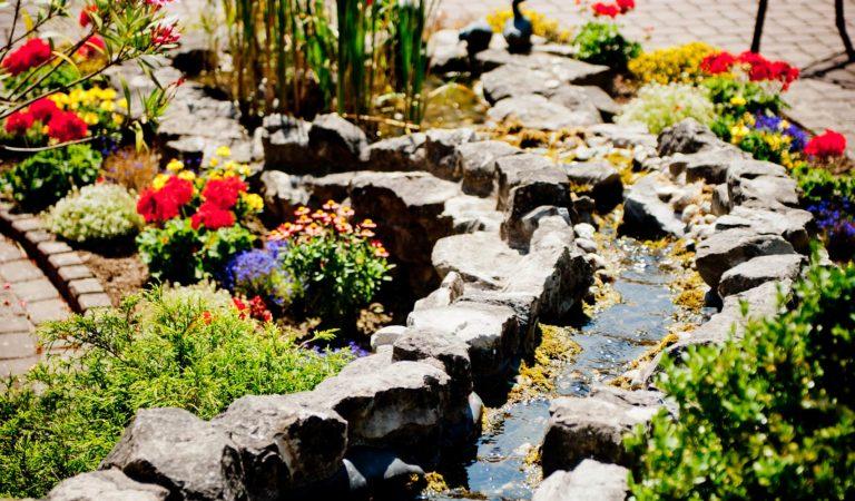 Wasserlauf im Garten
